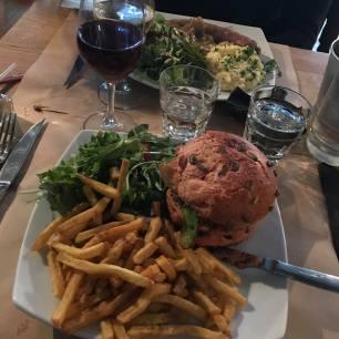 burger veggie : purée patate douce, pois cassé, oignons